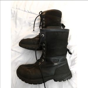 UGG Shoes - UGG BUTTE BLACK BOOTS MENS SZ 7 WOMENS SZ 9